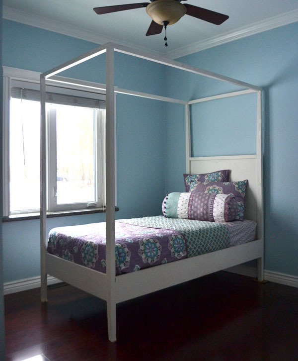 Ana white hannah canopy bed diy projects for White bedroom canopy