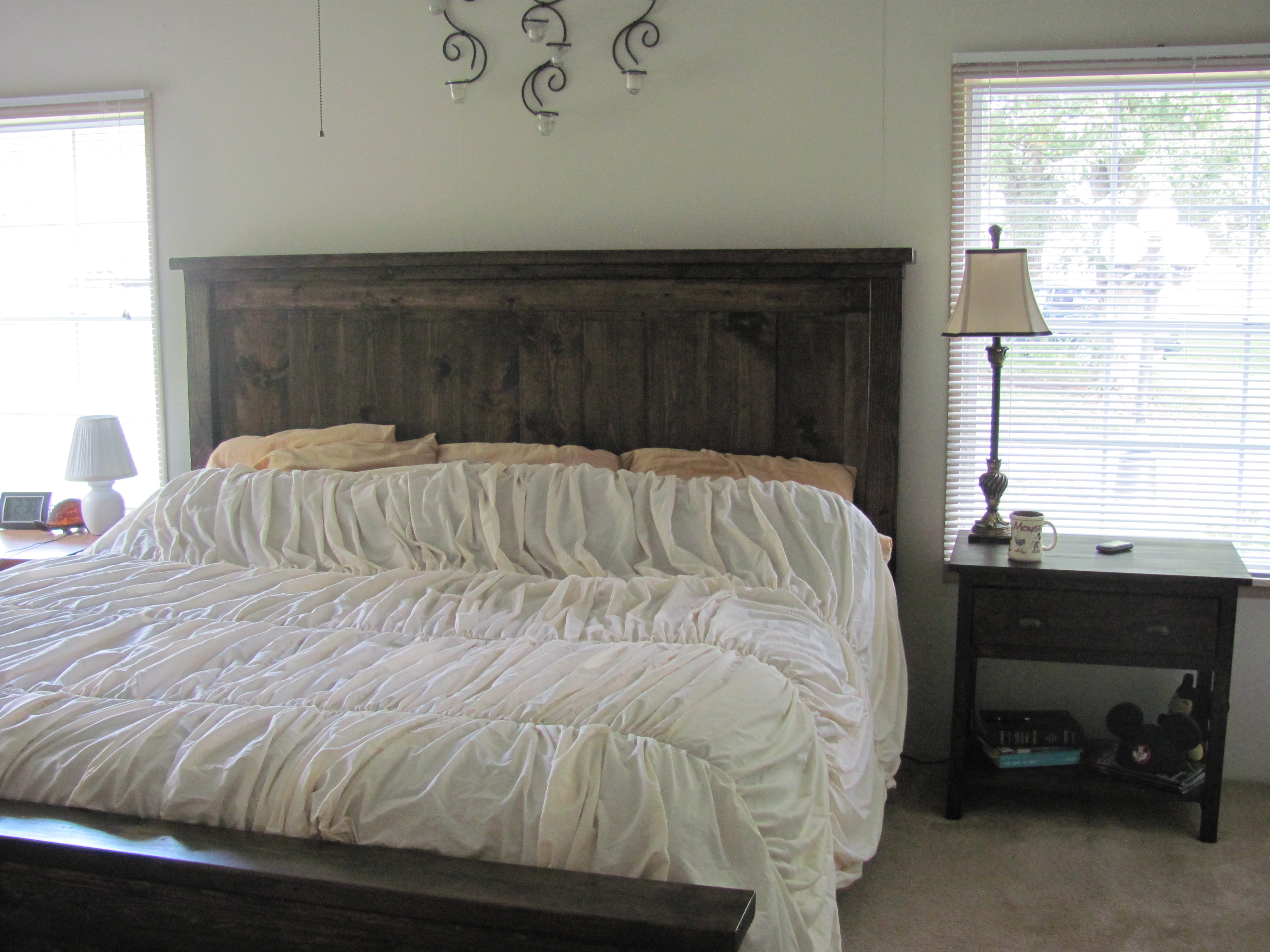 Ana White Farmhouse King Size Bed With Matching Bedside Table Diy Projects