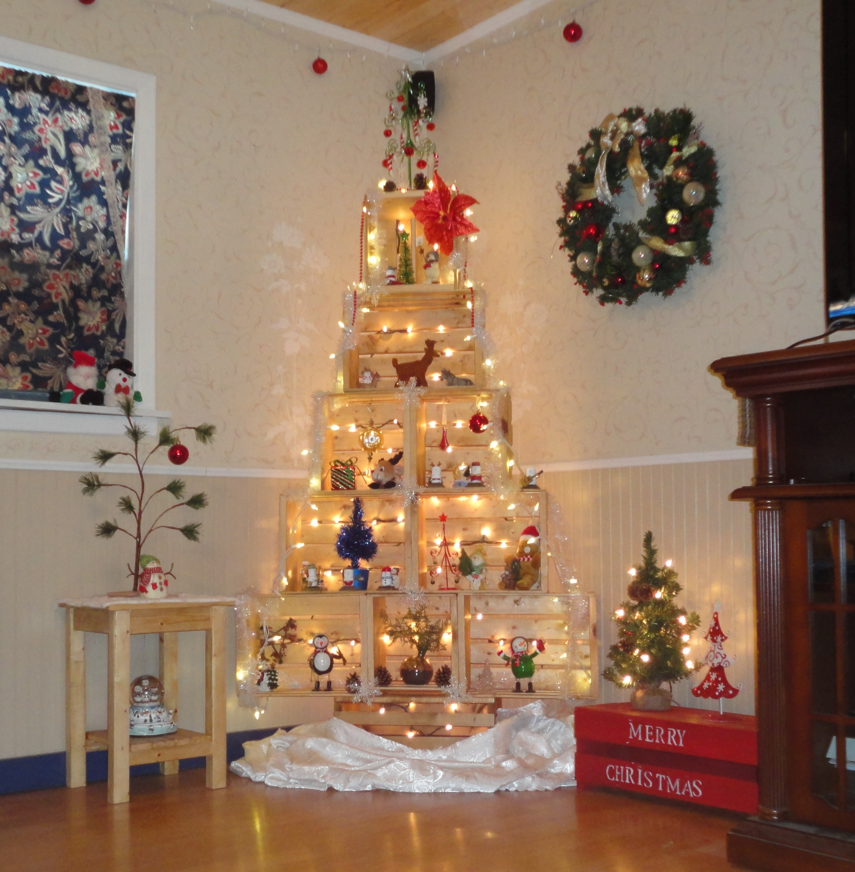 Ana white crate christmas tree diy projects crate christmas tree solutioingenieria Images