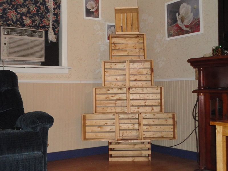 Crate Christmas Tree - DIY Projects