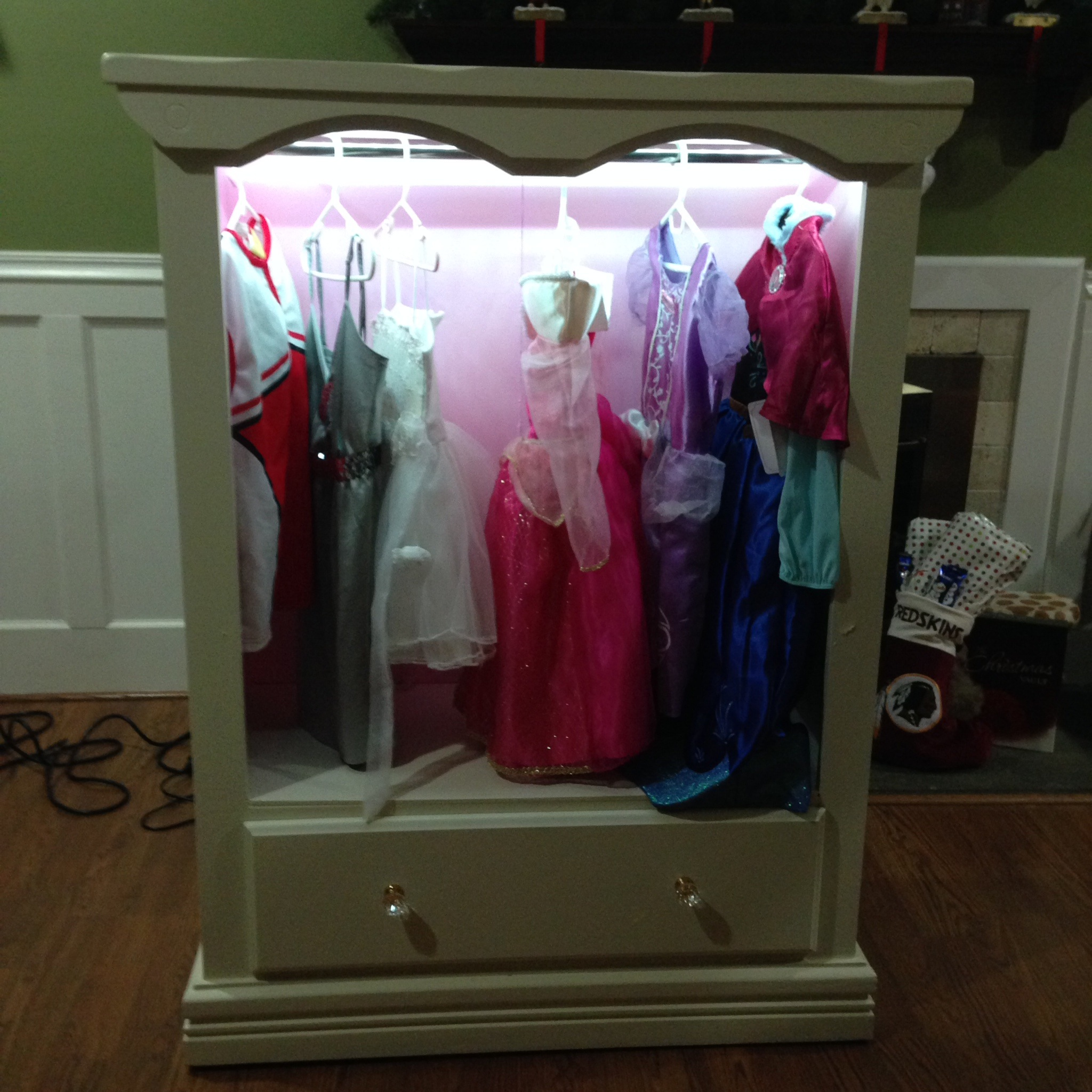 Ana white dress up closet with lights diy projects dress up closet with lights solutioingenieria Gallery