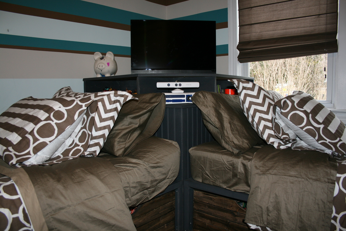 Corner Hutch And Twin Storage Beds