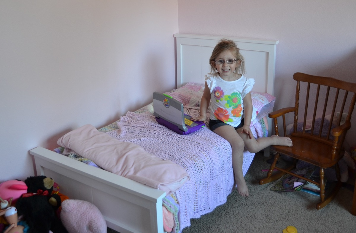 Ana White Sissy S Toddler Farmhouse Bed Diy Projects