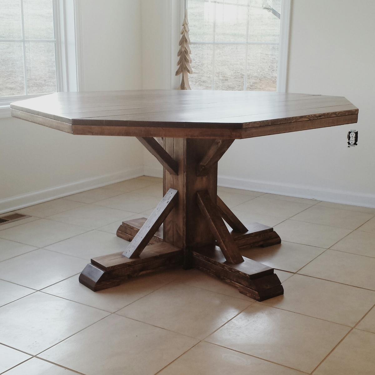 Breakfast Nook Table - DIY Projects