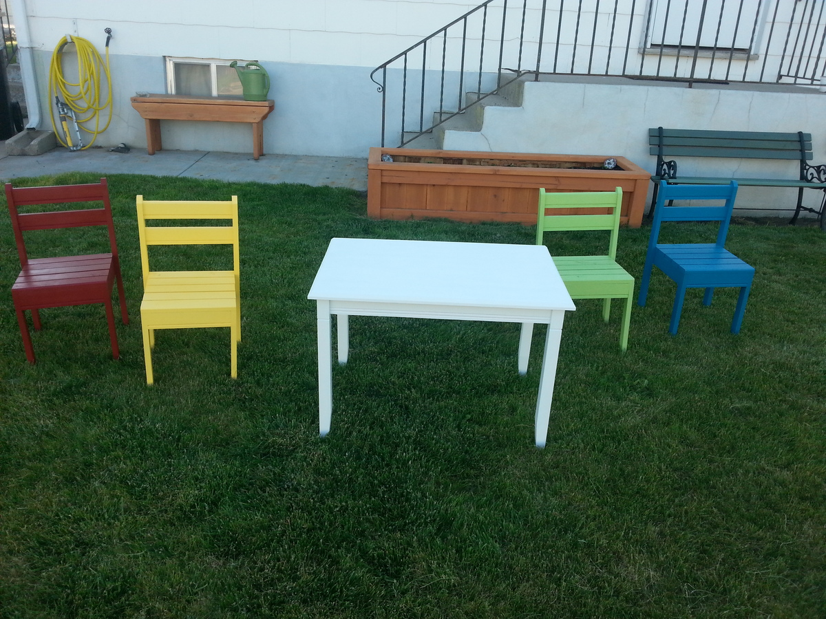 Clara Table / Four Dollar Chairs - DIY Projects
