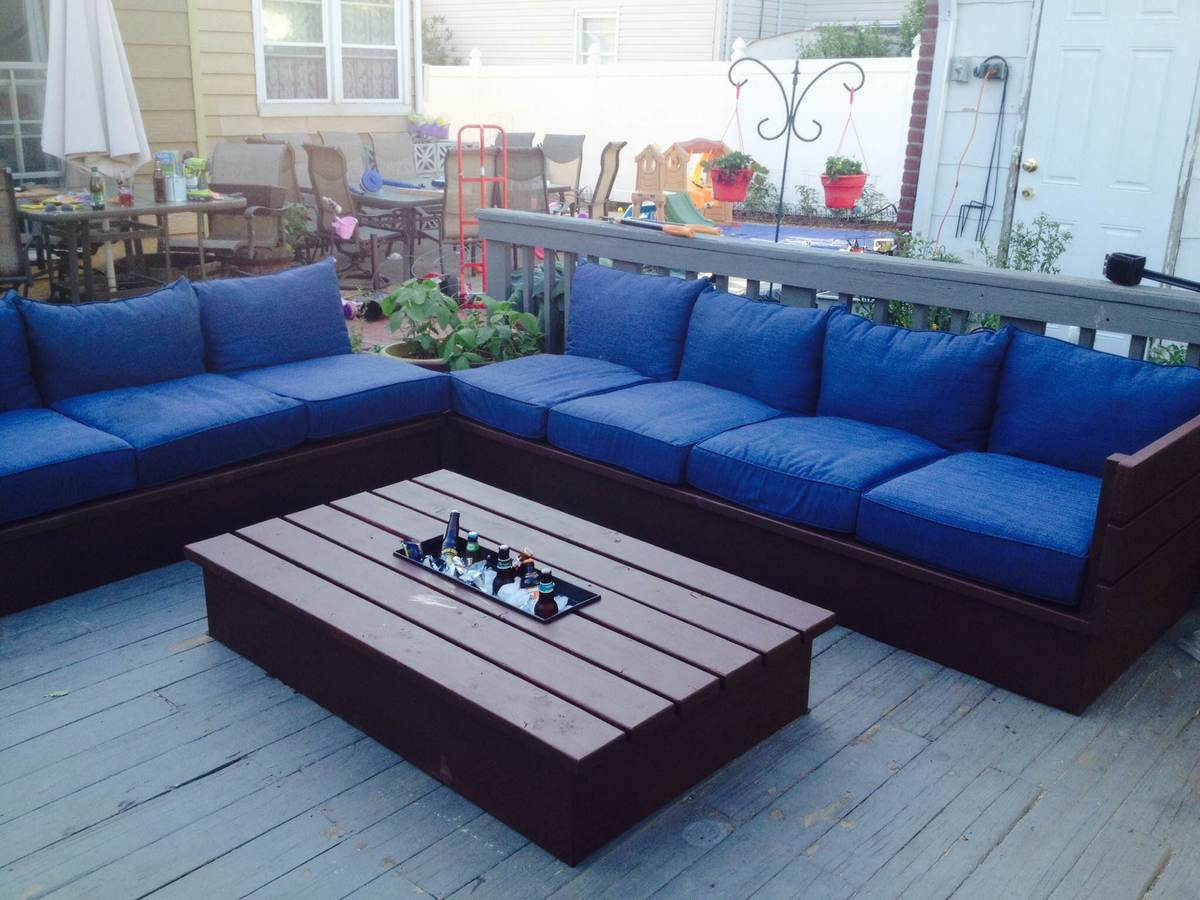Ana white pallet style outdoor platform sectional for Sofa de palets exterior
