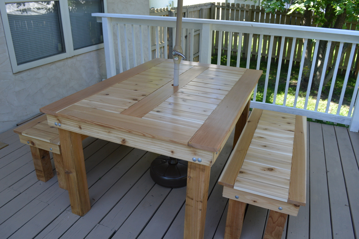 Ana white cedar outdoor dining table and benches diy for Breakfast table plans