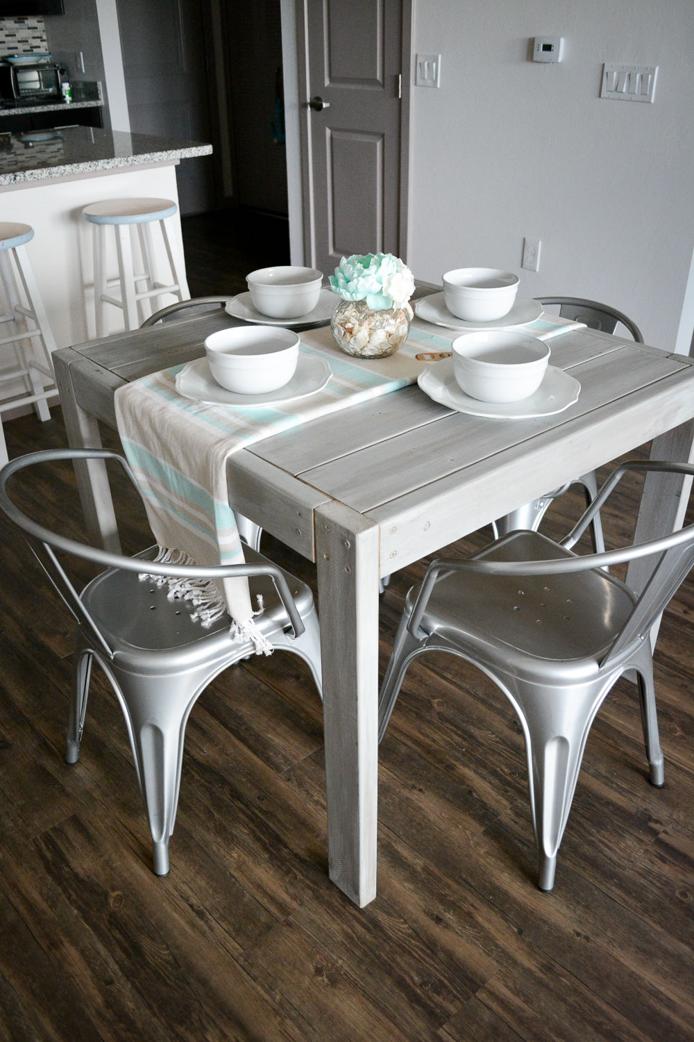 Ana White | DIY Farmhouse Table For Under $40! - DIY Projects
