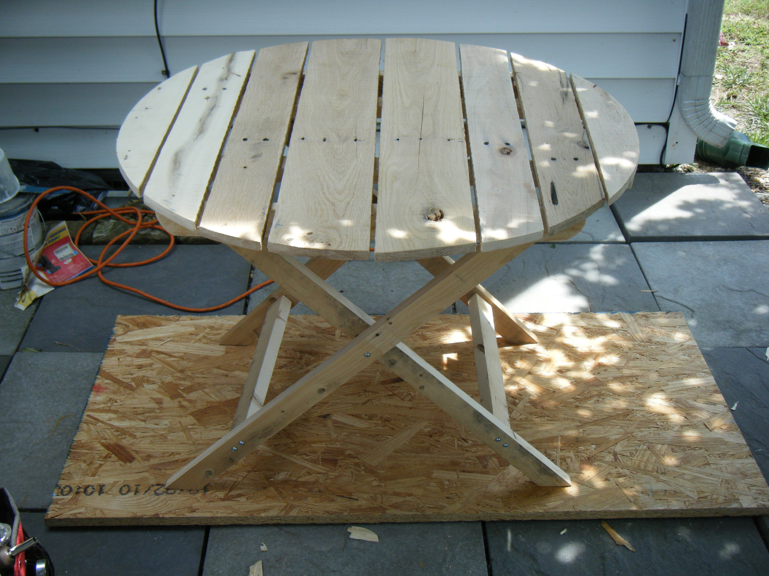 Ana white adirondack side table using recycled pallet for Adirondack side table plans
