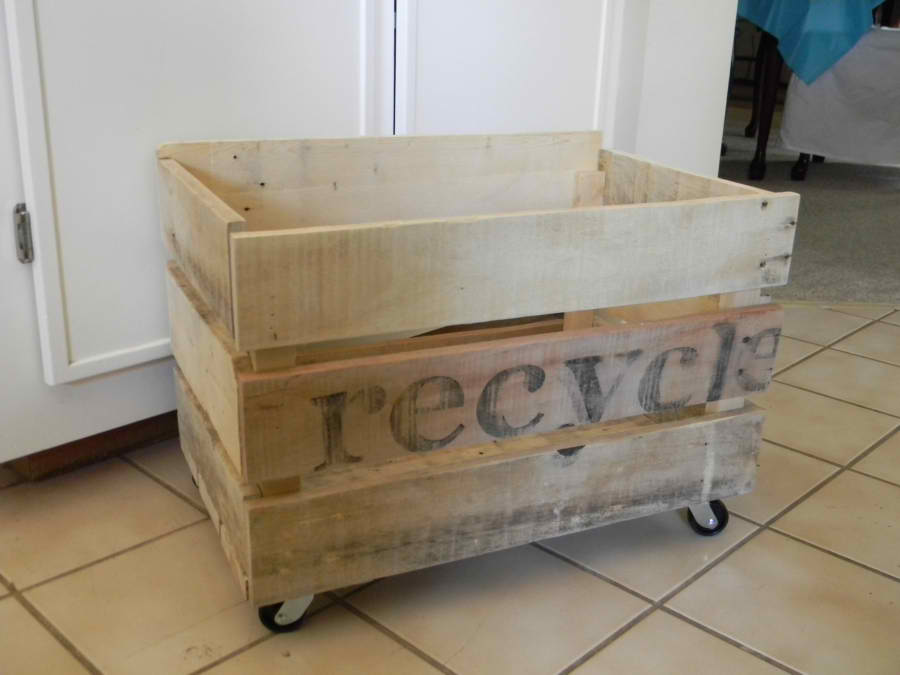 Ana White Simple Pallet Storage Crate On Wheels Diy