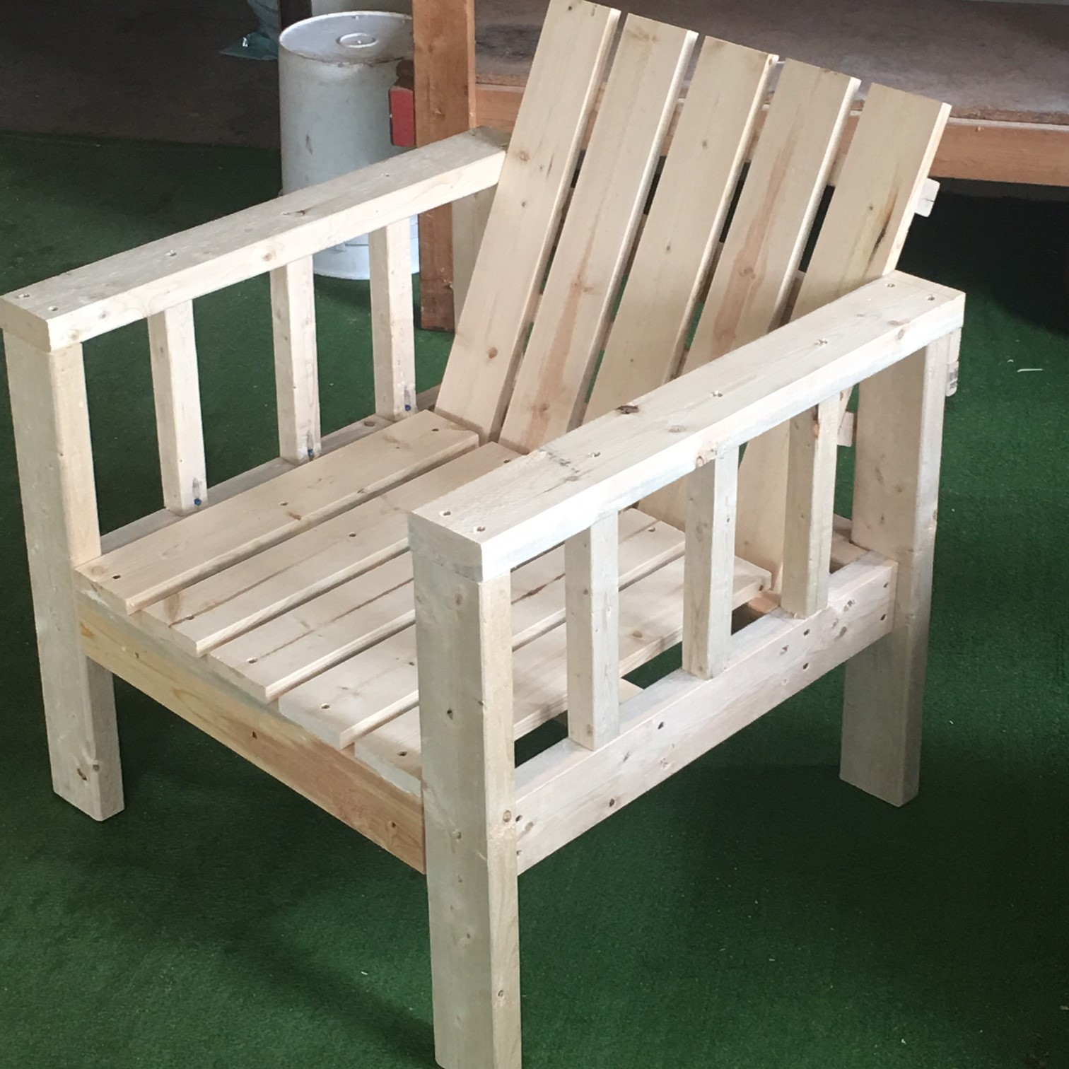 my simple outdoor lounge chair with 2x4