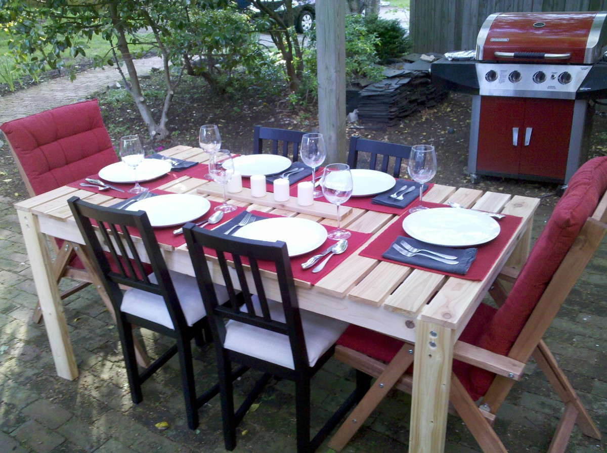 Simple Cedar Outdoor Dining Table - DIY Projects