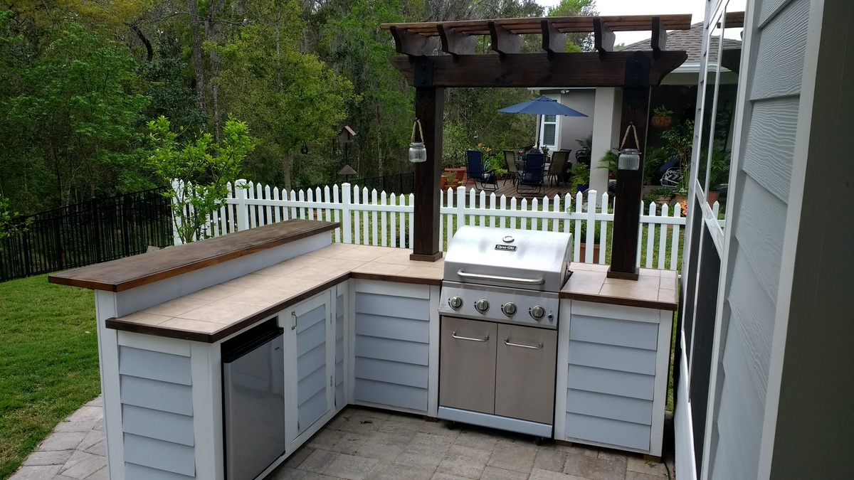 Ana White Outdoor bar grill surround with 2 post pergola DIY