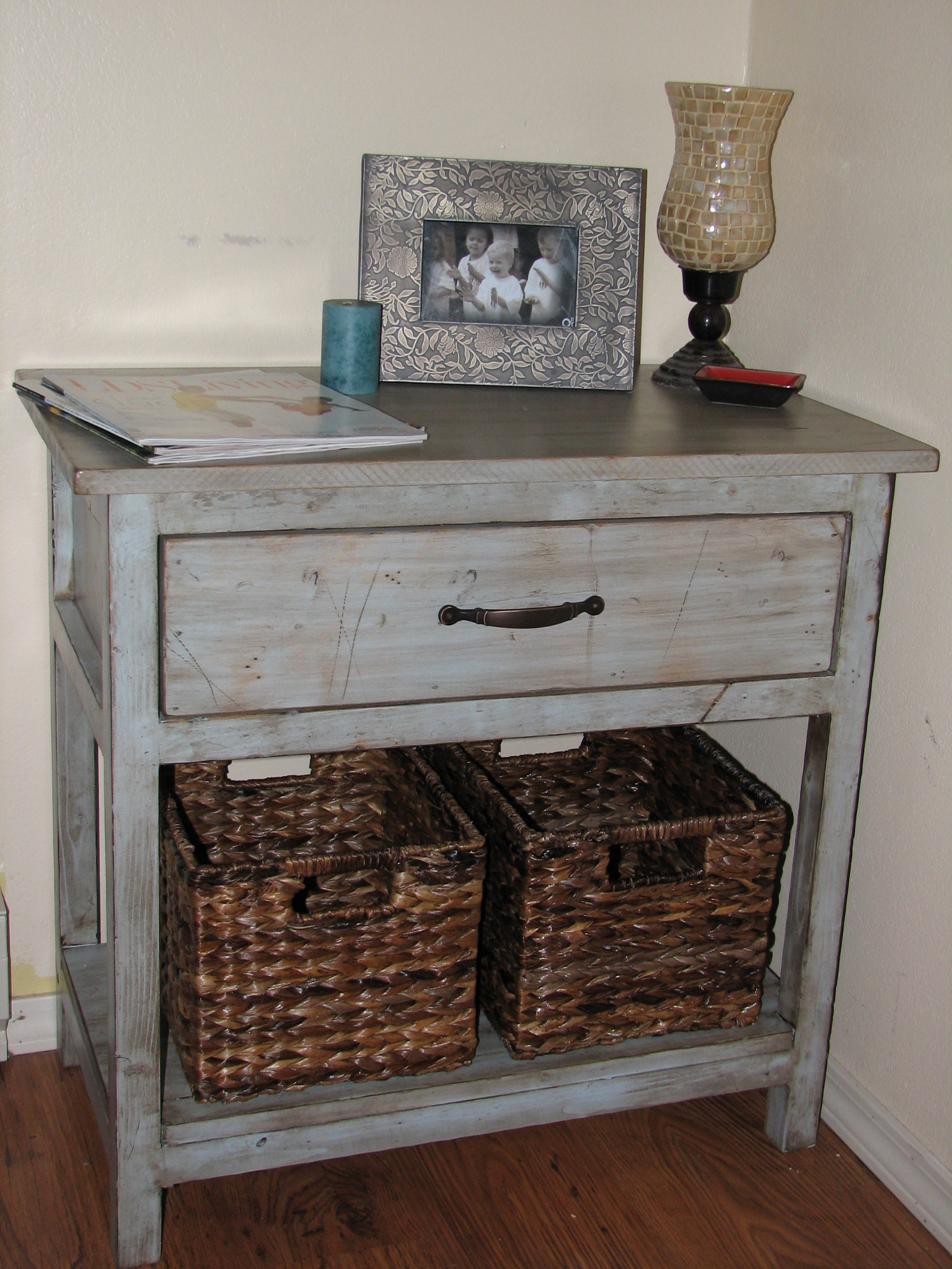 Farmhouse Bedside Table - DIY Projects