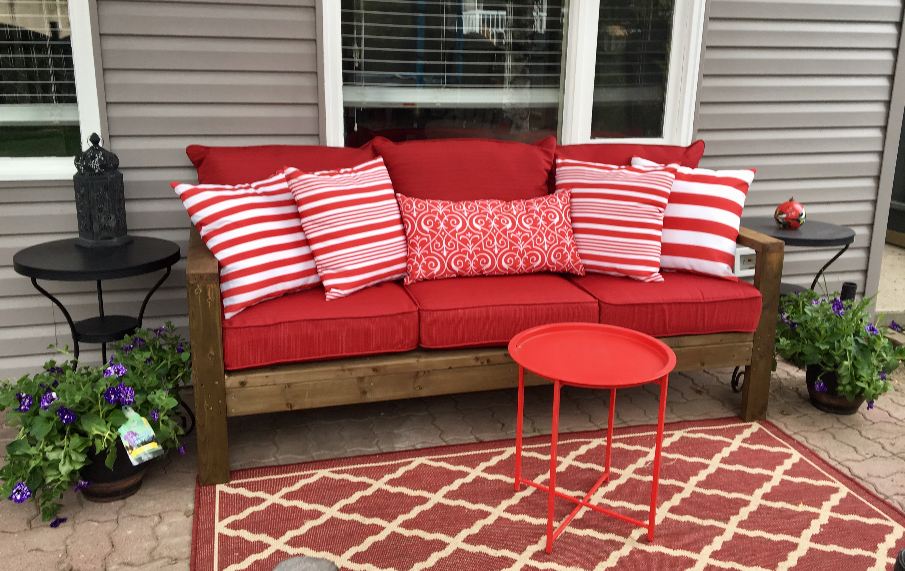 Anna's Outdoor Sofa - DIY Projects
