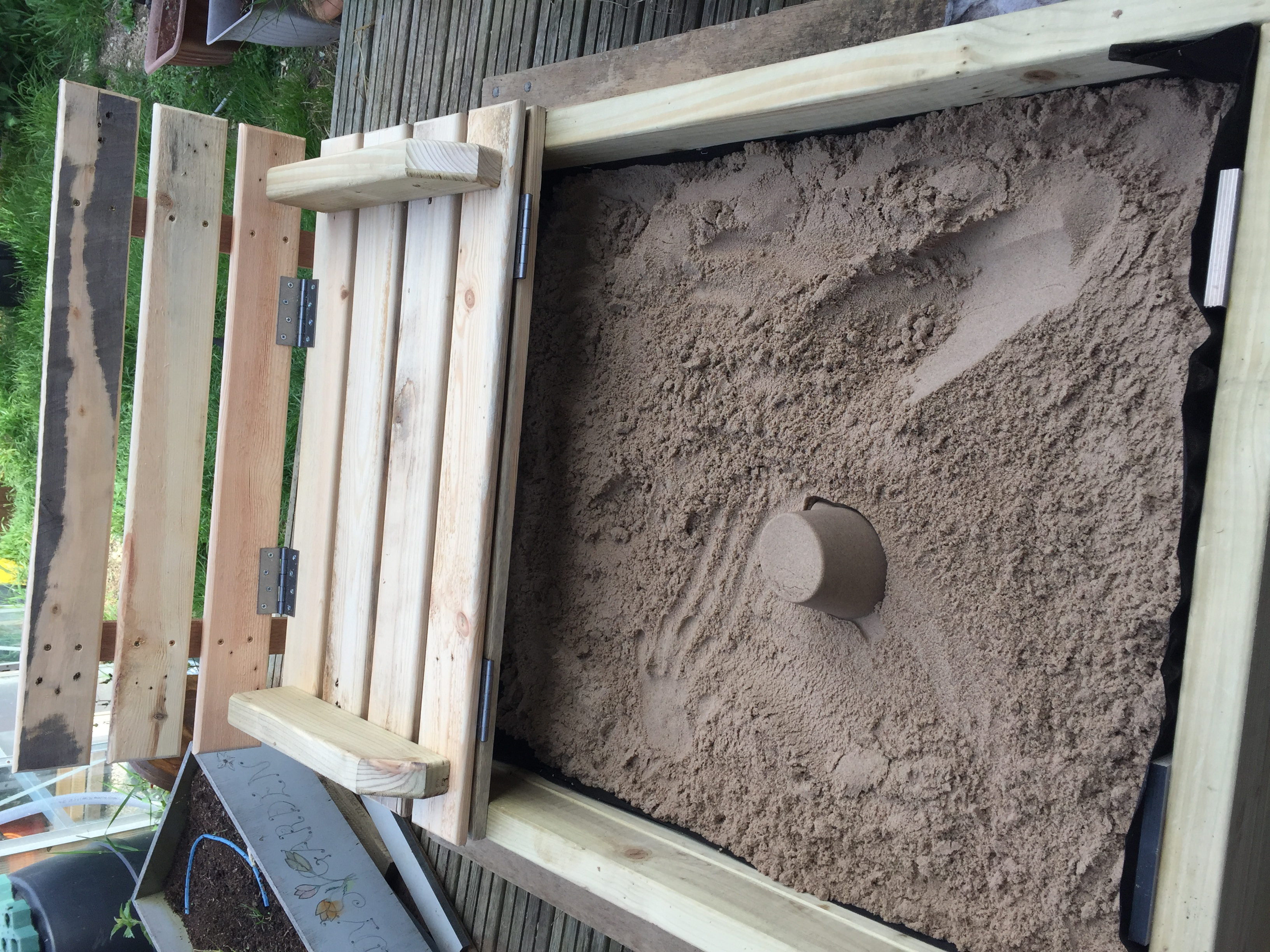 how to build a sandbox with seats