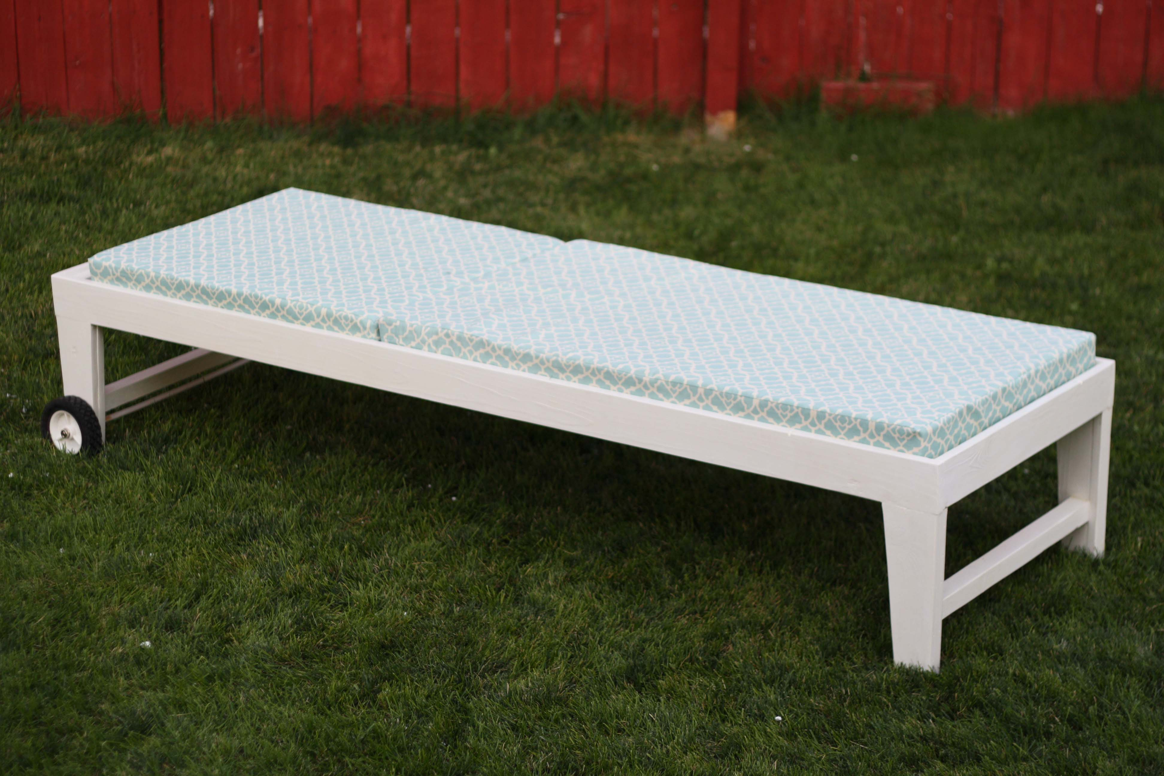 Ana white turquoise chaise lounger diy projects for Ana white chaise lounge