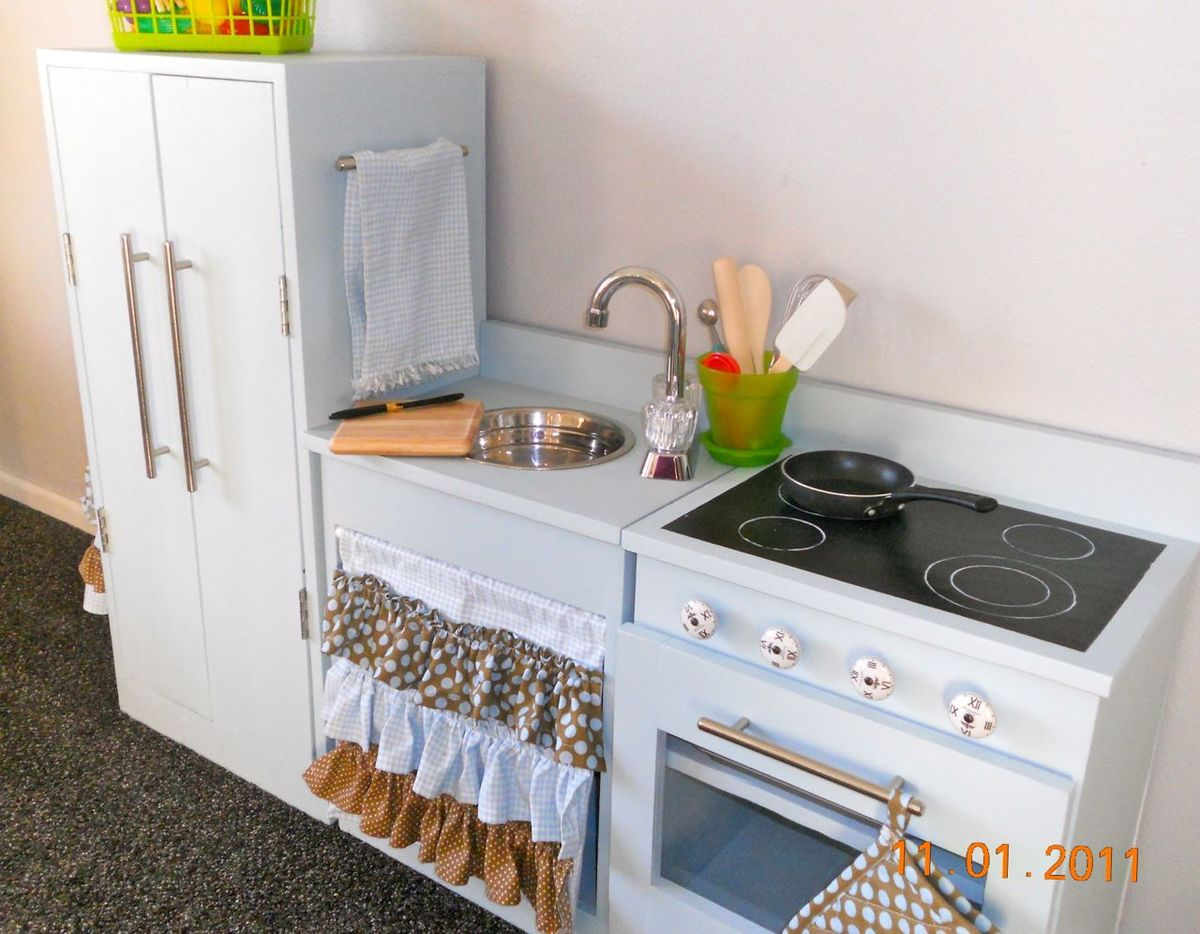 Play Kitchen - DIY Projects