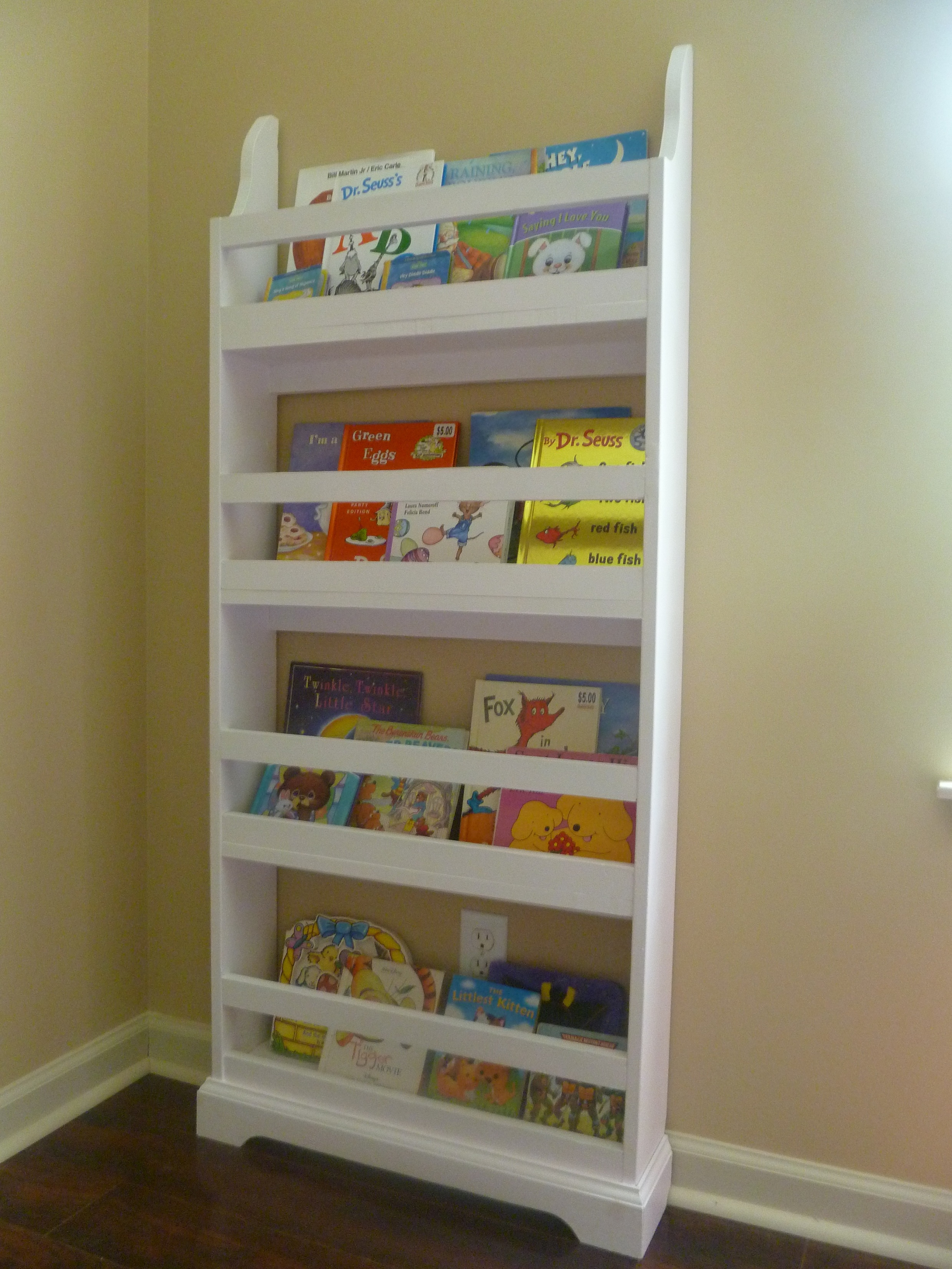 Ana white flat wall book shelves diy projects flat wall book shelves solutioingenieria Images