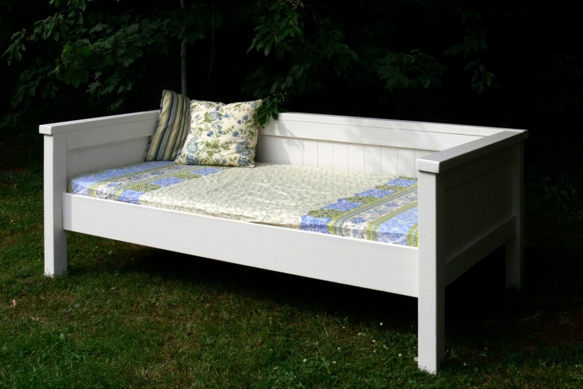 Ana white simple daybed farmhouse bed hybrid diy projects for Farmhouse bed plans