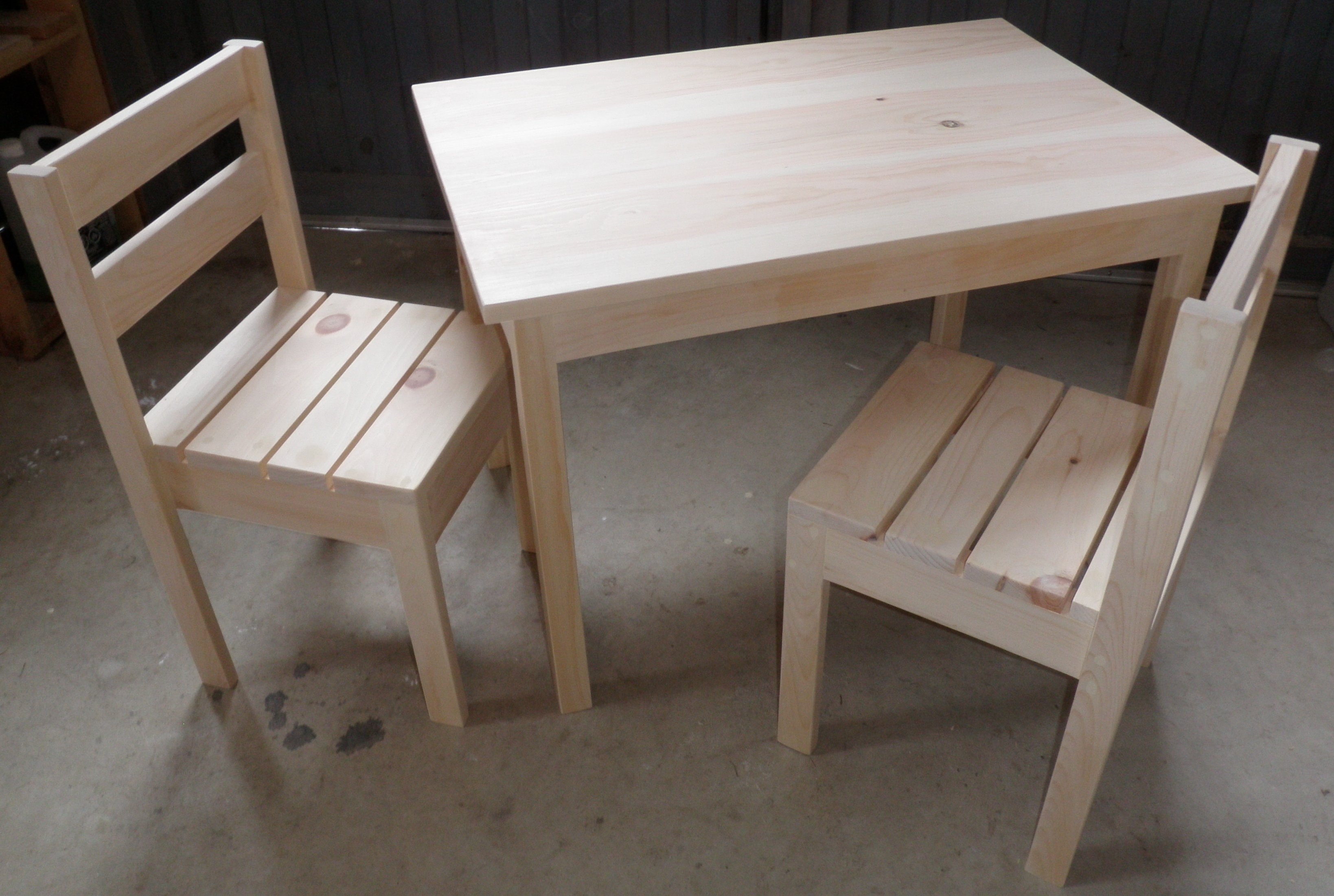 Alice S Table And Chairs