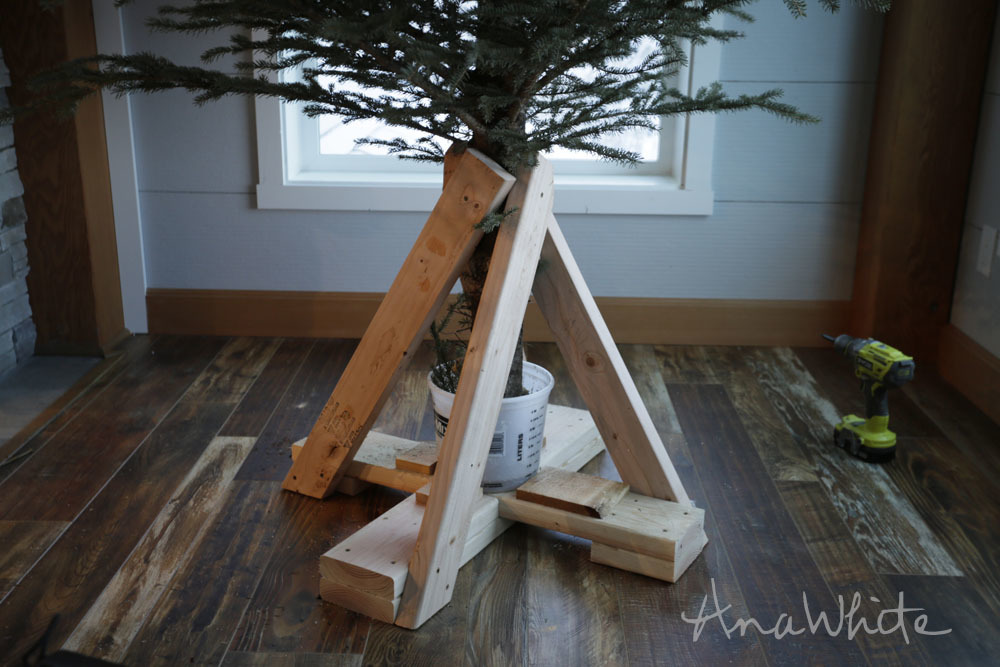 Ana white heavy duty christmas tree stand diy projects