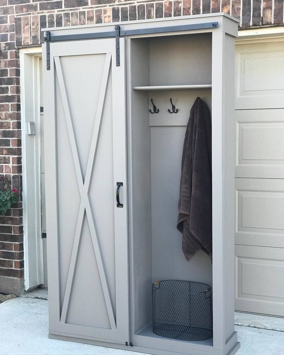 Ana White Barn Door Cabinet With Mudroom Hooks Diy Projects