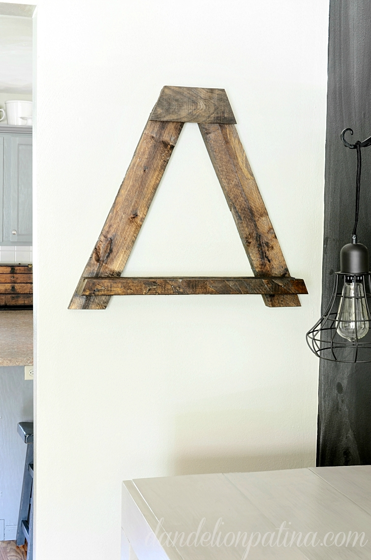 Pallet Wall Easel Featuring Dandelion Patina Ana White