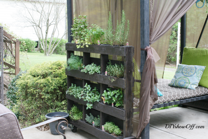 Standing Pallet Herb Planter Featuring DIY Showoff