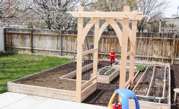 Ana white garden arbor featuring remodelaholic diy for Plans for arbors