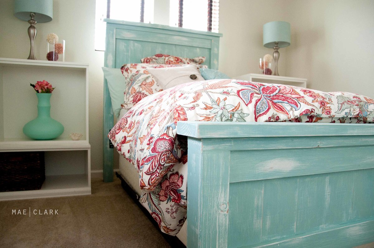 Ana White | Twin Farmhouse Bed - A Beachy-ish Version - DIY Projects