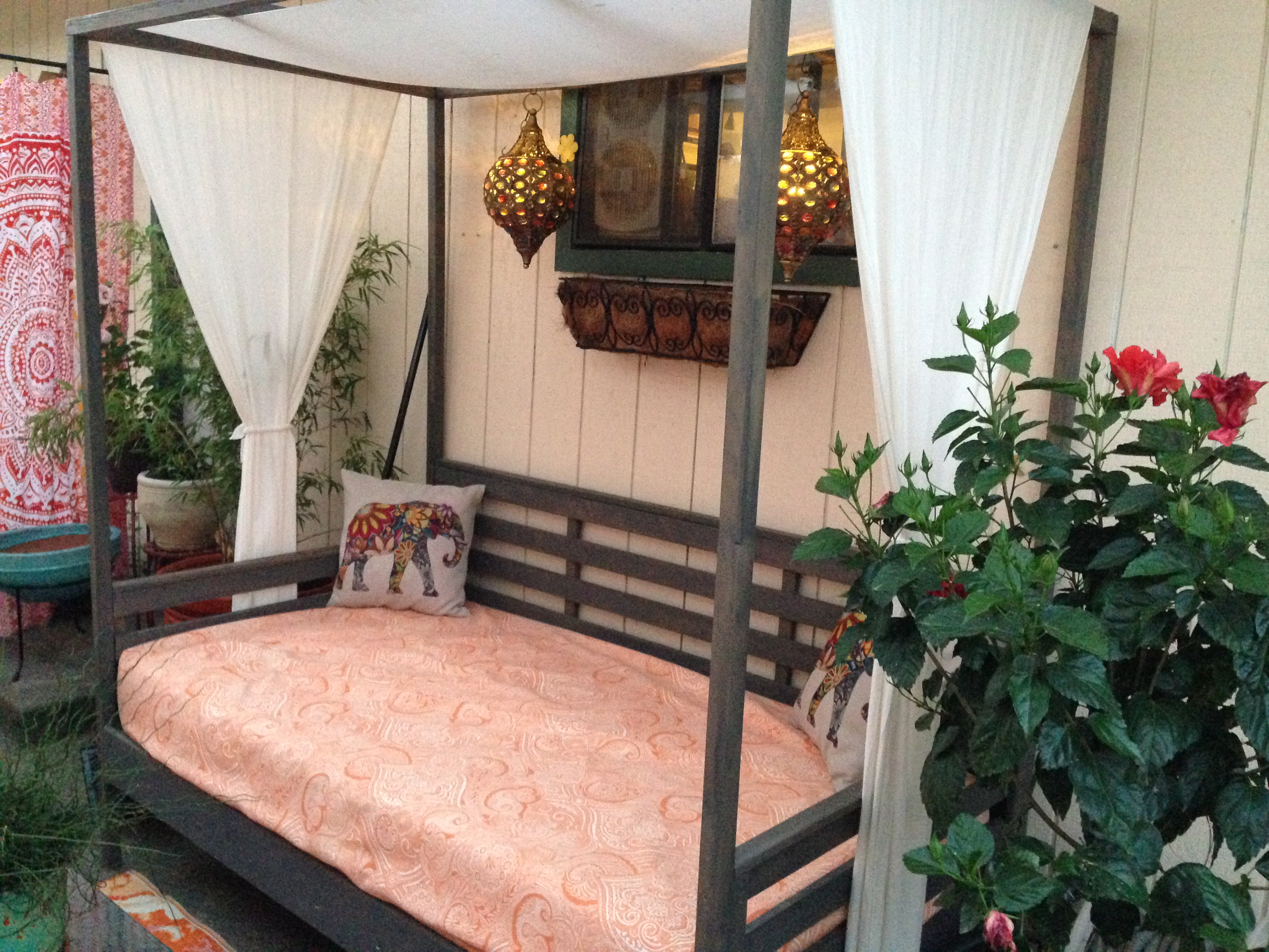 & Ana White | Outdoor Daybed with Canopy - DIY Projects