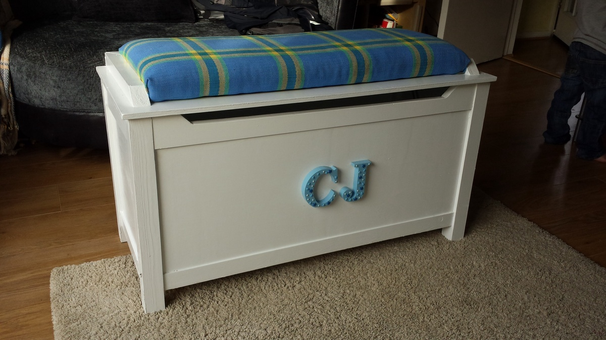 Ana White Toy Box With Upholstered Seat Diy Projects