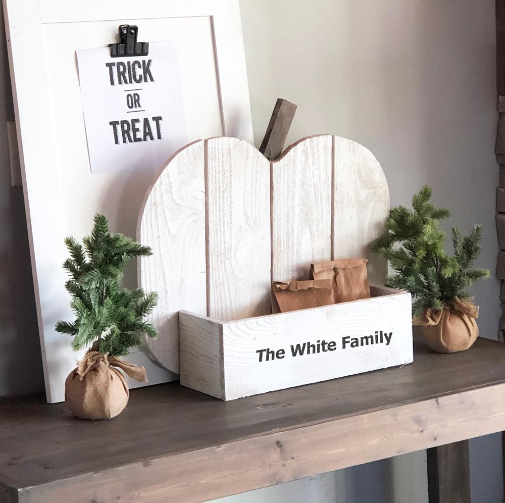 suporte de madeira com decoração de abóbora para casa de fazenda