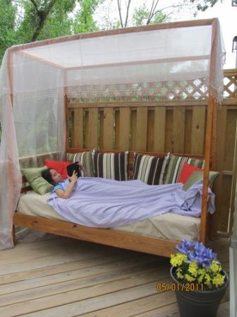 Outdoor Pine Canopy Daybed