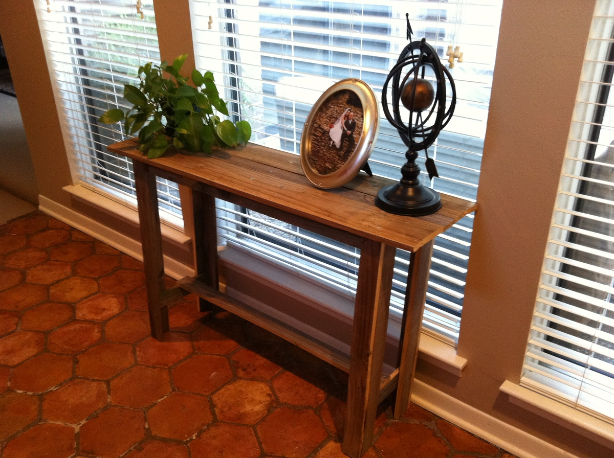 Simple, Cheap, Easy And FREE Console Table