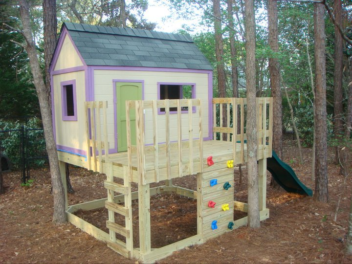 Craftsman style playhouse with raised deck (and power ...