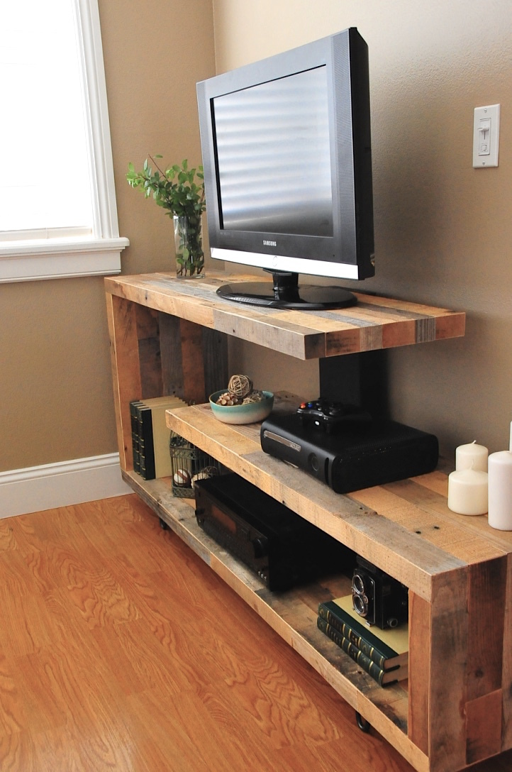 Ana white rustic modern tv console diy projects for Table tv verre