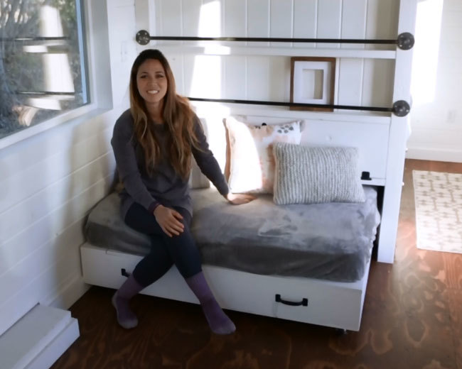 Queen Size Lift Storage Bed